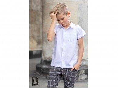 Balti marškinukai trumpomis rankovėmis